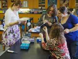 Allsbrook and students test Magnolia DNA